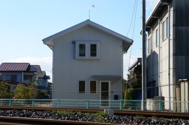 ガルバリウム鋼板外壁材を使った家