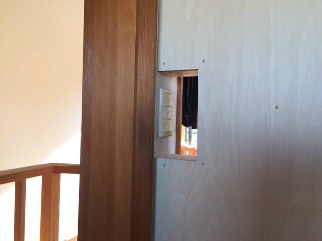 子供部屋スイッチ穴